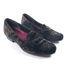 Munro Cerise Black Velvet Floral Loafers 8.5W
